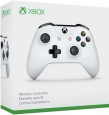 Xbox One Wireless Controller featuring 3.5mm Stereo Headset Jack (White) (Xbox One Hardware)